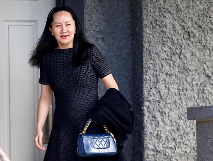 Giám đốc tài chính Huawei Mạnh Vãn Chu rời nhà Vancouver đến tòa ngày 8/5 (giờ Canada). Ảnh: Reuters.