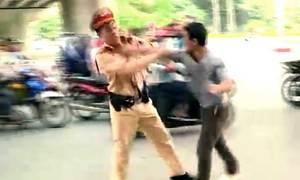 Tấn công cảnh sát để 'giải cứu' bạn nhậu bị đo nồng độ cồn