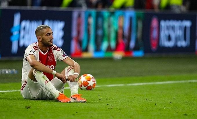 Các cầu thủ trẻ Ajax đổ rạp xuống sân sau trận thua nghiệt ngã - 3