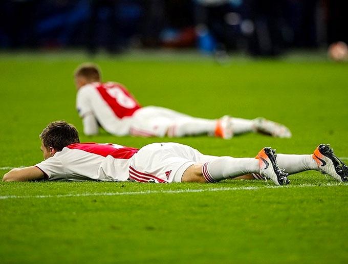 Hành trình như mơ của đội bóng trẻ Hà Lan khép lại bằng trận thua cay đắng. Ajax loại những ông lớn sừng sỏ ở châu Âu trước khi bước vào bán kết gặp Tottenham. CLB áo đỏ trắng cũng chơi tốt, giành thắng lợi 1-0 ngay trên sân Tottenham ở lượt đi. Tuy vậy, trận thua 2-3 ở lượt về khiến cánh cửa đi tiếp khép lại.