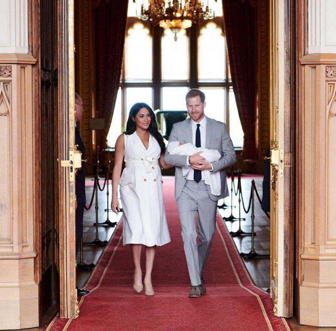 Vợ chồng Meghan chọn đăng bức ảnh cho nhiếp ảnh gia riêng chụp trên Instagram nhân sự kiện giới thiệu con trai đầu lòng ở lâu đài Windsor hôm 8/5. Ảnh: Instagram.