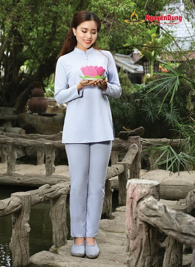 Với cư sĩ nữ, pháp phục Nguyên Dung có nhiều bộ cư sĩ nữ với nhiều chất liệu đa dạng, tinh tế.