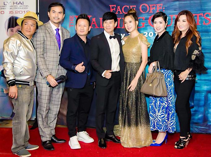 Bằng Kiều cùng vợ cũ Trizzie Phương Trinh (ngoài cùng bên phải), ca sĩ Nguyễn Hồng Nhung và người mẫu Đức Tiến ủng hộ phim Việt chiếu ở Mỹ.