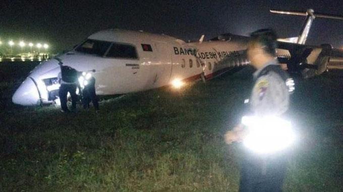 Thân máy bay bị vỡ sau sự cố khi hạ cánh tối 8/5 ở sân bay Yangon, Myanmar. Ảnh: Daily Star.