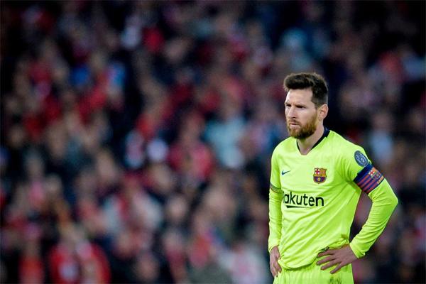Messi và các đồng đội trải qua cơn ác mộng bị lội ngược dòng đúng một năm sau khi để thua Roma cũng tại Champions League