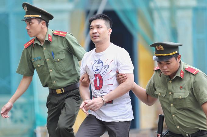 Văn Kính Dương bị VKS đề nghị mức án tử hình và phạt 200 triệu trong phiên tòa sáng 9/5. Ảnh: Thành Nguyễn.