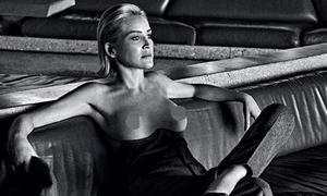 Sao 'Bản năng gốc' Sharon Stone chụp ảnh ngực trần ở tuổi 61