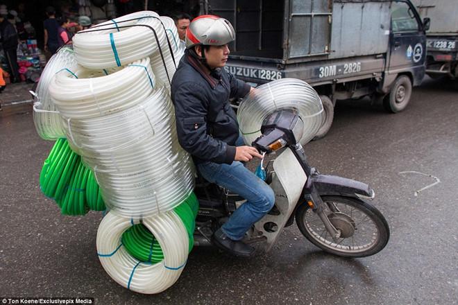 Khách Tây hoảng hốt với 10 kiểu lái xe ở Việt Nam