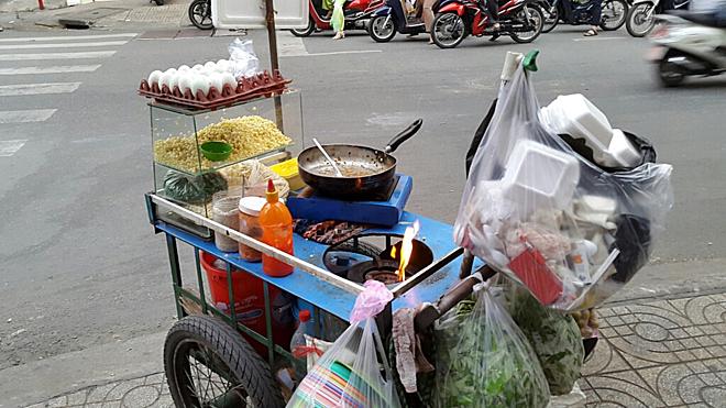 Khách Tây hoảng hốt với 10 kiểu lái xe ở Việt Nam - 1