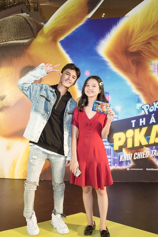 Tại TP. HCM, bộ đôi diễn viên chính của Tôi thấy hoa vàng trên cỏ xanh Thịnh Vinh và Thanh Mỹ vui vẻ hội ngộ khi cùng đến xem phim Pókemon.