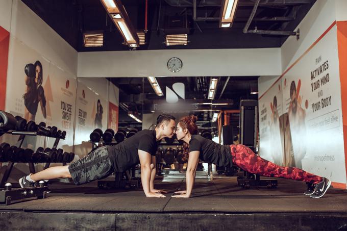 Cặp cô dâu chú rể trong bộ hình là Phạm Ngọc Trang (quảng cáo & sự kiện)và Trần Quốc Trung (chuyên viên ngân hàng) đều 26 tuổi. Sở dĩ uyên ương chọn địa điểm chụp hình cưới ở phòng tập gym là bởi cả hai đều từng làm việc ở đây và chính là nơi tình yêu bắt đầu
