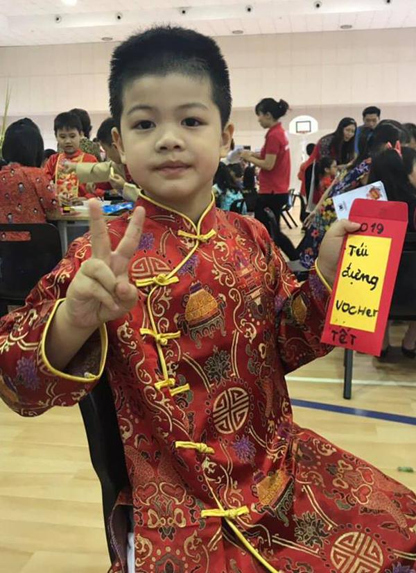 Con đầu của Oanh Yến là bé Henry năm nay 7 tuổi.