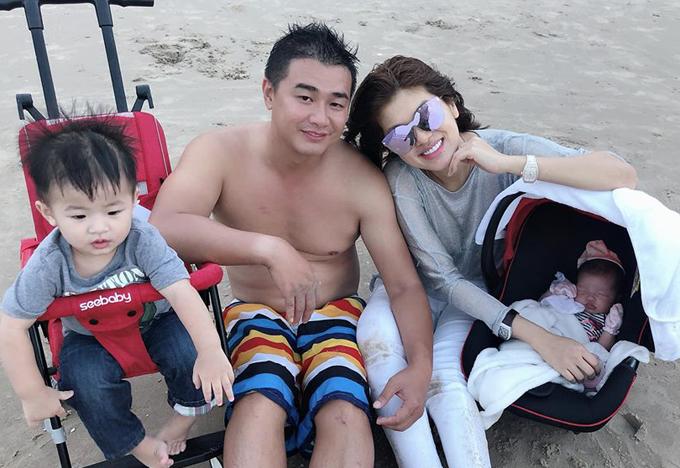 Chồng Oanh Yến là doanh nhân kinh doanh bất động sản và khu du lịch, nghỉ dưỡng. Từ khi con gái mới một tháng tuổi hai vợ chồng đã cho con đi du lịch khắp nơi từ Vũng Tàu, Nha Trang đến Phú Quốc.