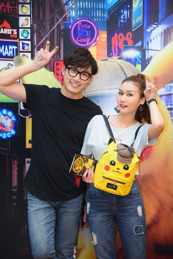 Diễn viên Hương Giang nhí nhảnh tạo dáng cùng bạn trai kém tuổi - diễn viên Đình Tú.