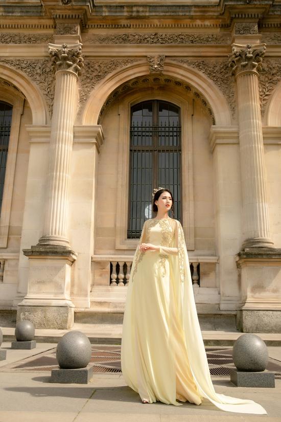 Trang phục Việt trở nên cuốn hút hơn nhờ những góc ảnh được đặt trong bối cảnh của những công trình kiến trúc nổi tiếng tại Paris.