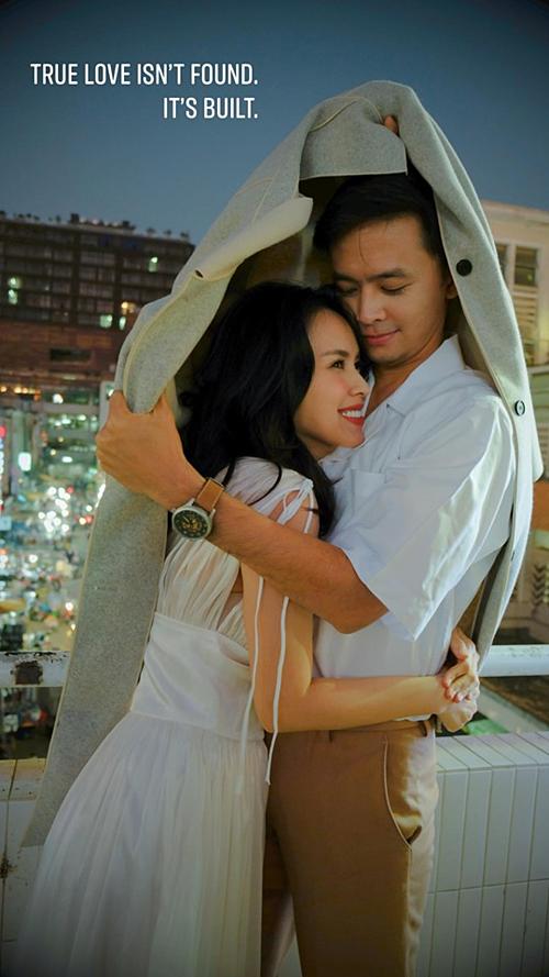 Khoảnh khắc hạnh phúc của vợ chồng Tú Vi - Văn Anh.