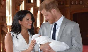 Vợ chồng Harry mất ngủ, kiệt sức dù con trai không quấy khóc