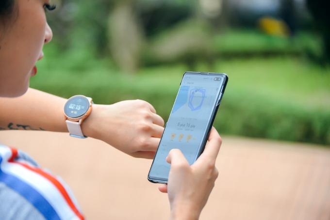 Galaxy Watch Active là trợ thủ cho nữ HLV thể hình - 1
