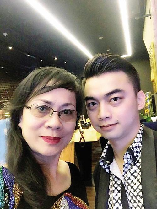 Nghệ sĩHương Dung và con trai Hà Duy.