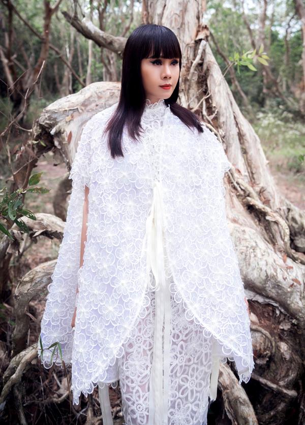 Bộ ảnh do chuyên gia trang điểm Thế Phong hỗ trợ thực hiện.