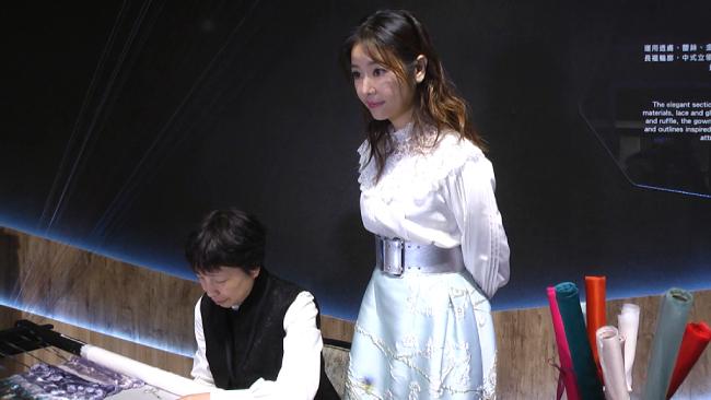 Lâm Tâm Như diện váy bó eo giữa ồn ào bầu bí - 1