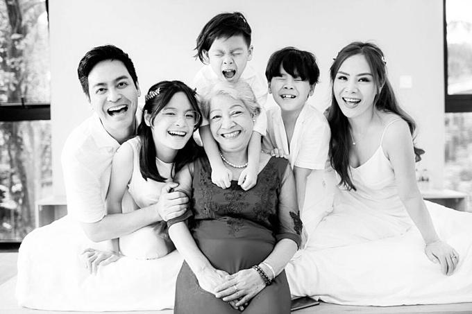 Gia đình MC Phan Anh hạnh phúc bên bà nội.