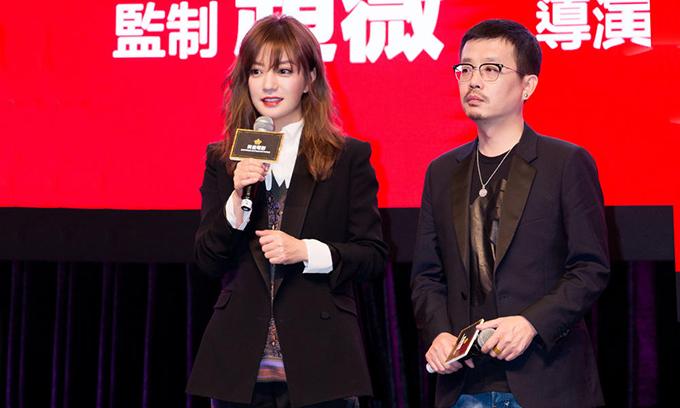 Triệu Vy giới thiệu dự án Hai chú hổ tại Hội chợ phim Hong Kong hồi tháng 3.