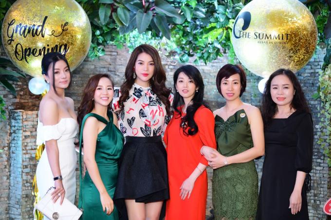 Sáng ngày 10/5, The Summit khai trương spa theo phong cách hoàng gia tại 44 Lê Ngọc Hân, Hai Bà Trưng, Hà Nội. Tham gia sự kiện có diễn viên Trương Ngọc Ánh cùng nhiều tín đồ làm đẹp của Thủ đô.