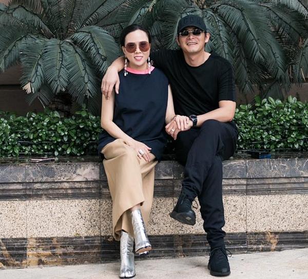 Sau khi ly hôn diễn viên Lê Phương vào năm 2015, Quách Ngọc Ngoan chính thức công khai hẹn hò với bạn gái đại gia hơn 7 tuổi - Phượng Chanel. Chuyện tình yêu của cặp đôi vấp phải sự phản đối mạnh mẽ từ cộng đồng mạng vì cho rằng nam diễn viên sinh năm 1986 là người phụ bạc.
