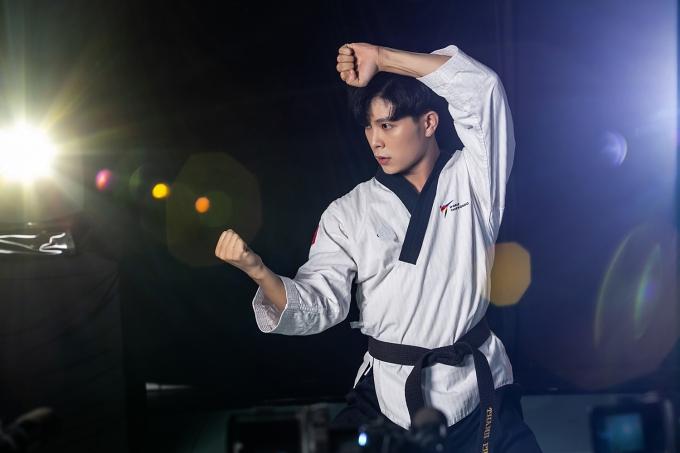 Hồ Thanh Phong sẽ kết hợpvõ thuật và nhảy múa trong tiết mục mở màn.