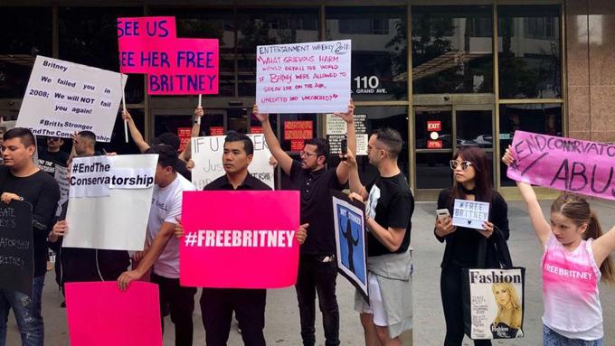 Fan có mặt tại tòa án để kêu gọi quyền tự do kiểm soát cuộc sống cho Britney Spears.