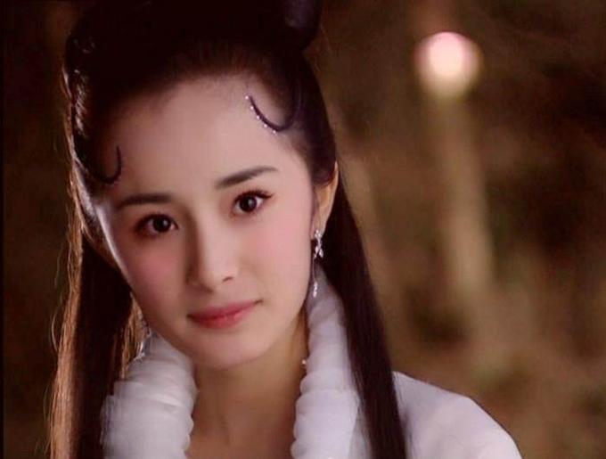 Dương Mịch vào vai Nhiếp Tiểu Thiện trong series Liêu trai chí dị chi Tiểu Thiện. Khi ấy, hoa đán Trung Quốc chưa tròn 20, gương mặt bầu bĩnh đáng yêu nhưng không đủ khắc họa vẻ nửa chính nửa tà của nhân vật. Hơn nữa, diễn xuất của cô cũng non nớt.