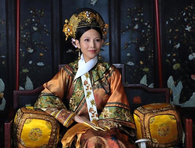 Show truyền hình Người phụ nữ tôi yêu gần đây đề cập chủ đề diễn viên nữ quay phim khi mang bầu. Là một trong các khách mời, Thái Thiếu Phân kể cô hay tin mang thai khi đã nhận vai hoàng hậu trong Chân Hoàn truyện. Không muốn làm ảnh hưởng đoàn phim và cho rằng nhân vật của mình không cần hoạt động nhiều, ngôi sao Hong Kong giấu kín chuyện bầu bí, chăm chỉ làm việc và chịu nhiều mệt mỏi trong quá trình này.