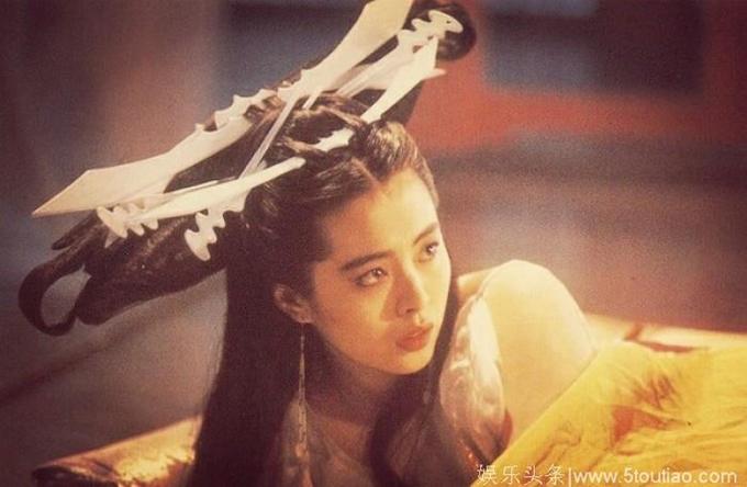 Vương Tổ Hiền được đánh giá xuất sắc khi hóa thân thành Tiểu Thiện, thể hiện khí chất vừa thần tiên vừa ma mị, vừa ngây thơ trong sáng vừa quyến rũ, đầy nhục dục. Người đẹp Hong Kong để lại cái bóng quá lớn với hình tượng này, khiến các đàn em khó lòng vượt qua.