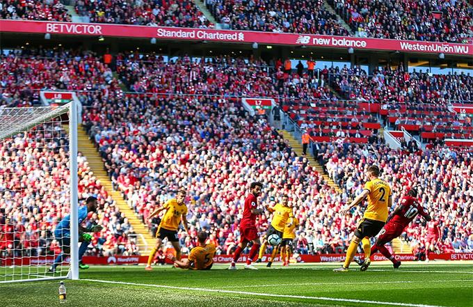 Tiếp đón Wolverhampton ở vòng 38 Premier League, Liverpool đặt quyết tâm chiến thắng để cạnh tranh chức vô địch cùng Man City. Đội chủ sân Anfield sớm có bàn mở tỷ số ngay ở phút 17 do công của Mane.