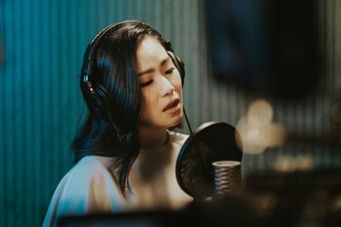 Nhân ngày của Mẹ (12/5), Lương Bích Hữu ra mắt MV Hôm nay con bận rồi. Ca khúc mang màu sắc ballad nhẹ nhàng, ca từ gần gũi và do nhạc sĩ Bùi Công Nam - á quân Sing my song sáng tác.