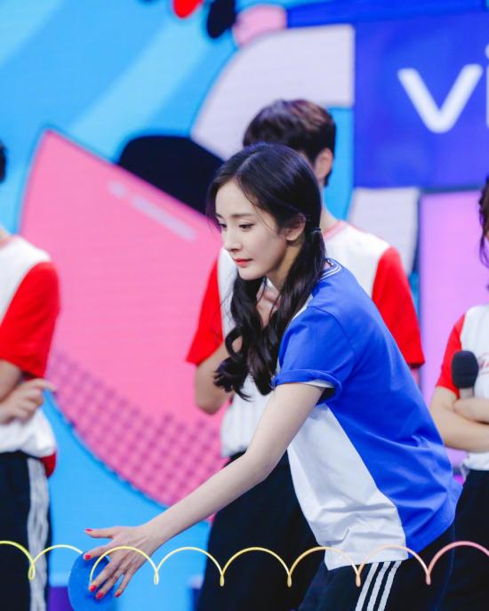 Dương Mịch góp mặt trong các trò chơi, các màn biểu diễn của chương trình, màn xuất hiện của cô luôn khiến khán giả phấn khích.
