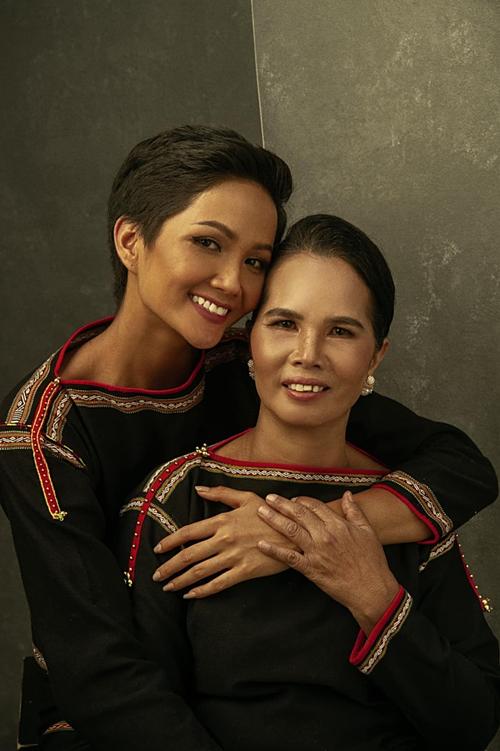 HHen Niê chia sẻ trong Ngày của mẹ: Mẹ là tình yêu, là động lực của con.