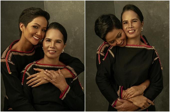Ngày của mẹ (Mothers day)được tổ chức vào ngày chủ nhật thứ haicủa tháng 5, nhằm tôn vinh và ca ngợi sự hy sinh của tất cả những người mẹ trên khắp thế giới.Trên trang cá nhân, Hoa hậu H'Hen Niê chia sẻ những hình ảnh chụp cùng mẹ và cho biết: Mẹ làtình yêu, nguồn động lực của tôi.