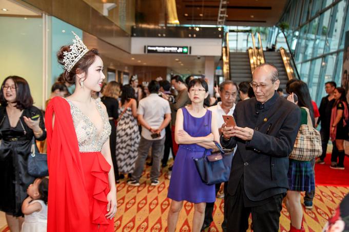 Hoa hậu hoàn cầu 2018 thu hút sự chú ý của những khán giả tới xem chung kết cuộc thi Hoa hậu sắc đẹp toàn cầu châu Á.
