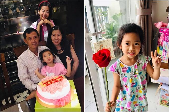 Mai Phương tự nhủ cả nhà phải yêu nhautrong ảnh chụp cùng  bố mẹ và con gái. Nữ diễn viên cũng hạnh phúc khoe được bé Lavie tặng hoa hồng.