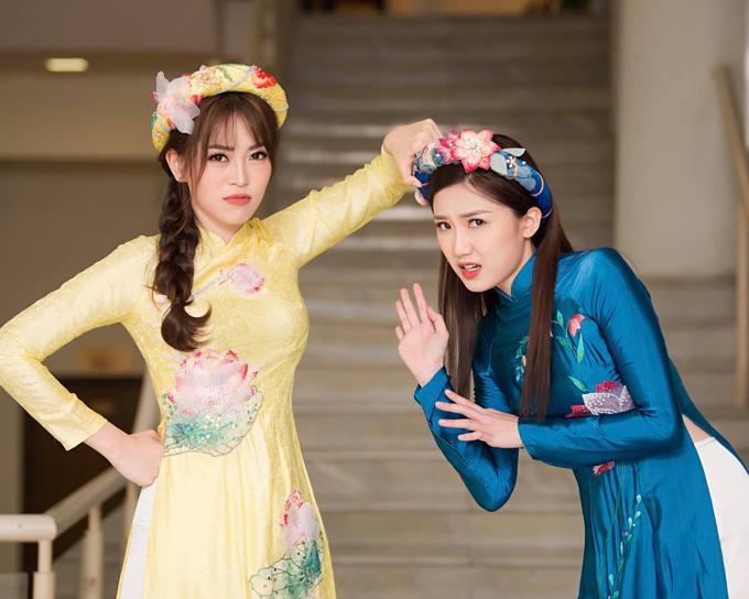 Phương Nga chạm trán với bạn gái màn ảnh củaBình Anphim Những cô gái trong thành phố trong một sự kiện.Cô và diễn viên Lương Thanh đùa giỡn, thân thiết trong hậu trường.