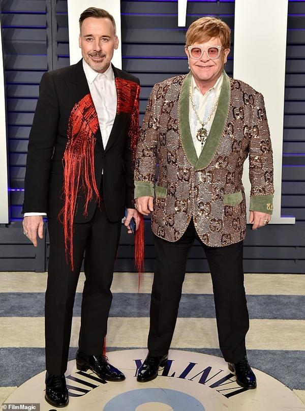 Elton John (phải) và bạn đời David Furnish tham gia trực tiếp vào quá trình sản xuất phim.