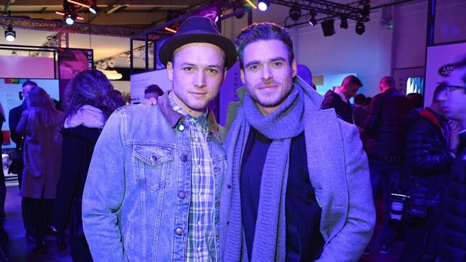 Taron Egerton (trái) và Richard Madden dự sự kiện quảng bá phim.