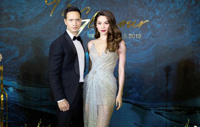 Hồ Ngọc Hà được Kim Lý tháp tùng đi diễn. Cặp đôi dính như sam từ khi công khai tình cảm.