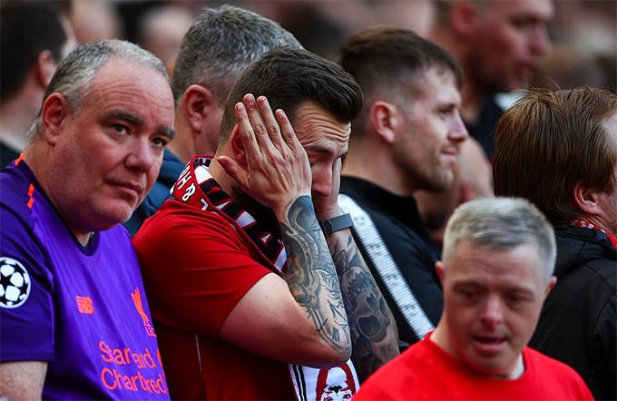 Họ buồn bã khi biết Man City giành chiến thắng để đoạt chức vô địch.