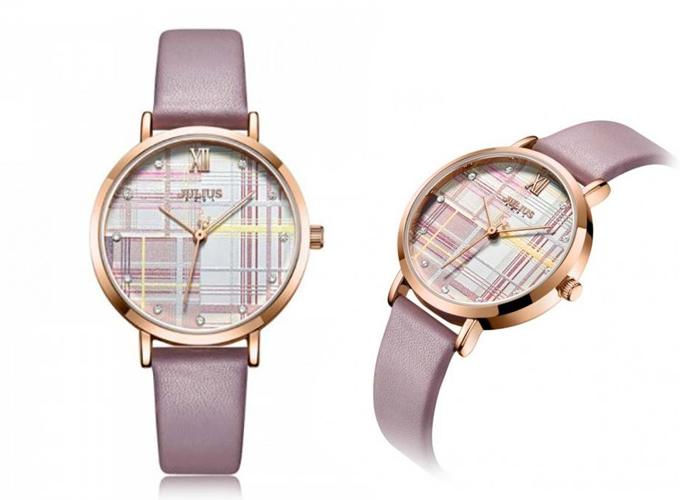 Những mẫu đồng hồ thiết kế caro, đính đá xanh biển phù hợp mùa hè - 1