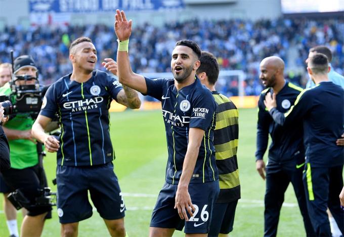 Mahrez không thường xuyên ra sân nhưng sắm vai người hùng, nâng tỷ số lên 3-1 cho Man City trước Brighton.