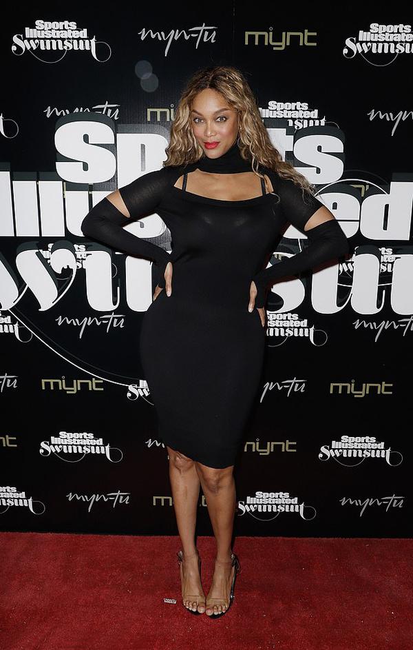 Siêu mẫu Tyra Banks tham dự buổi tiệc tôn vinh các người mẫu của SI