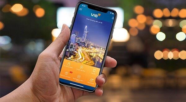 Với ứng dụng Ngân hàng di động, khách hàng có thể dễ dàng thực hiện các dịch vụ thanh toán ngay trên điện thoại thoại di động.